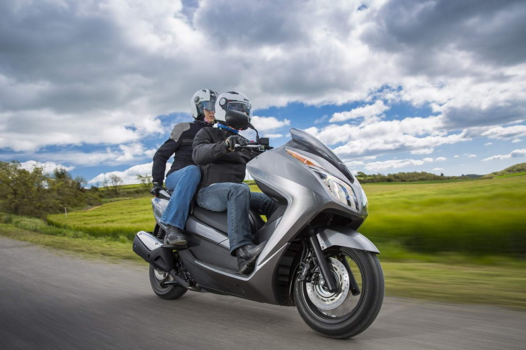 Honda NSS 300 Forza : le scooter mi GT, mi urbain