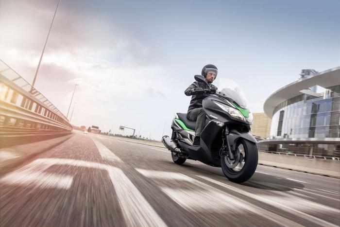 kawasaki-j300-moteur-maxi-scooter